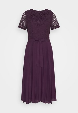 ALICE PLEAT MIDI - Cocktail dress / Party dress - berry