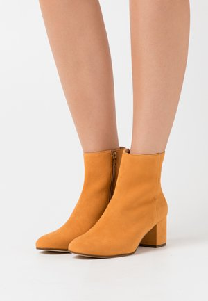 Classic ankle boots - curry