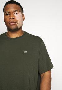 Lacoste - T-shirt basic - khaki - 5