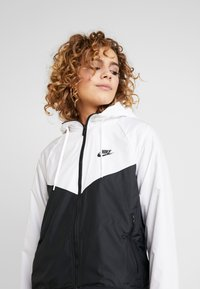 Nike Sportswear - Chaqueta de entrenamiento - white/black - 3