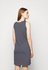 Barbour - DALMORE STRIPE DRESS - Sukienka z dżerseju - navy/white - 2