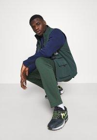 Nike Sportswear - AIR CREW - Sweatshirt - midnight navy/black/white - 2