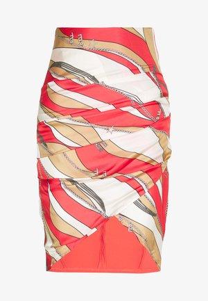Pouzdrová sukně - pempelmo/cammello