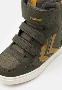 Hummel - STADIL SUPER POLY MID JR - High-top trainers - olive night - 5