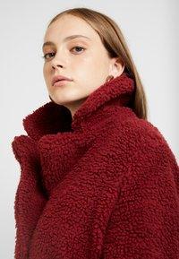 ONLY - ONLEMMA COAT  - Zimní kabát - merlot - 4