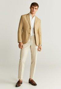 Mango - COLA - Blazer jacket - sandfarben - 1