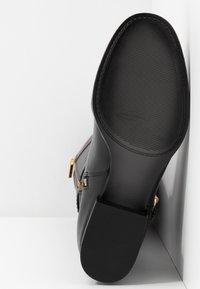 MICHAEL Michael Kors - STOCKARD BOOT CONTRAST LOGO - Laarzen - black/mocha - 6