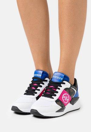 TESHA - Sneakersy niskie - brown