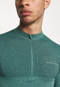 Endurance - JARO SEAMLESS MIDLAYER - Long sleeved top - ponderosa pine - 5