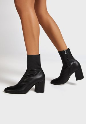 ENG ANLIEGENDE - Ankle boots - black