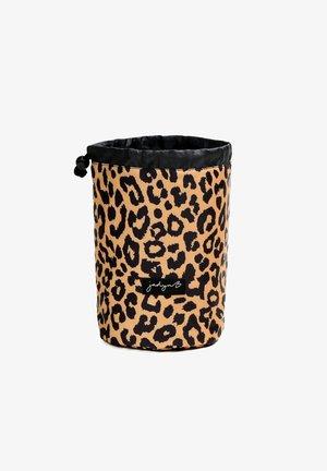 TOP COMPACT TRAVEL - Toiletti-/meikkilaukku - leopard