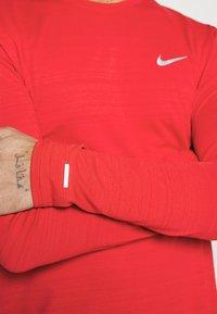 Nike Performance - MILER - Funktionströja - university red/silver - 4