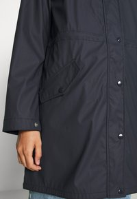 Vero Moda - VMFRIDAYMUSIC COATED JACKET - Regnjakke / vandafvisende jakker - night sky - 5