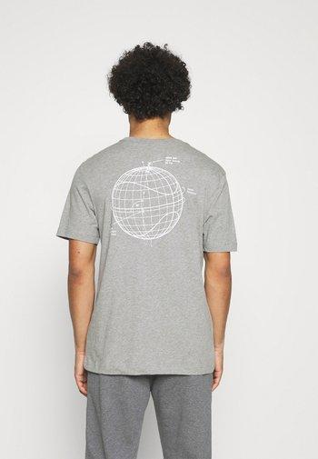 T-shirt con stampa - grey heather