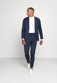 Isaac Dewhirst - THE RELAXED SUIT  - Puku - dark blue - 1
