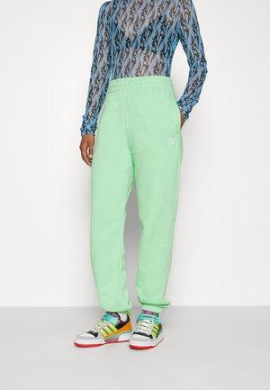 PANTS - Pantalones deportivos - glory mint