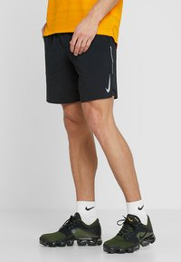 Nike Performance - M NK FLX STRIDE SHORT 7IN 2IN1 - Urheilushortsit - black/silver - 0