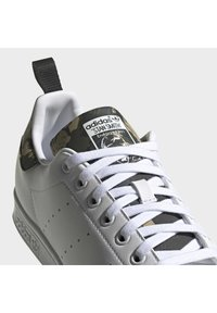 adidas Originals - STAN SMITH PRIMEGREEN ORIGINALS SHOES - Zapatillas - ftwr white/ftwr white/core black - 6