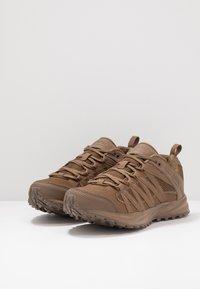 Hi-Tec - STORM TRAIL LITE - Trail running shoes - coyote - 2
