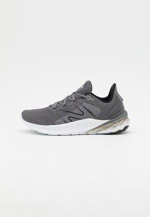 ROAV SPORT PACK - Zapatillas de running neutras - grey/white