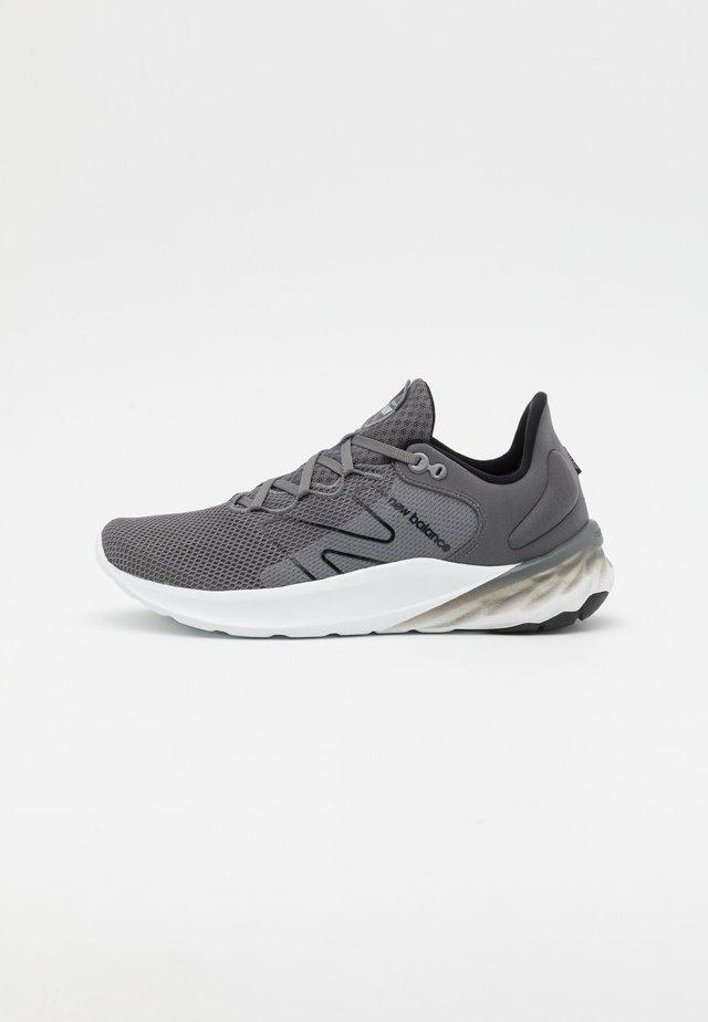 ROAV SPORT PACK - Neutral running shoes - grey/white
