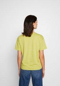 American Eagle - BRANDED SEAMED SANTA MONICA TEE - Print T-shirt - yellow - 2
