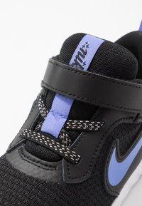 Nike Performance - REVOLUTION 5 GLITTER  - Laufschuh Neutral - black/sapphire/lemon/white - 5