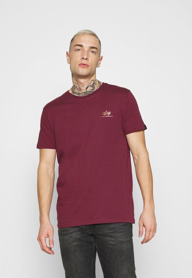 BASIC SMALL LOGO FOIL PRINT - T-shirt basique - burgundy/gold