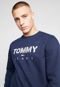 Tommy Jeans - NOVEL LOGO CREW - Sweatshirt - black iris - 3