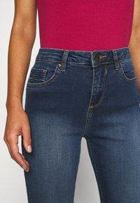 Wallis Petite - MIDWASH SCARLET - Straight leg jeans - blue - 4