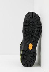 Millet - HIGHROUTE GTX - Walking boots - black/acid green - 4