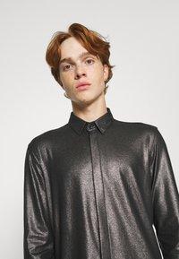 Twisted Tailor - SLEDGE SHIRT - Košile - black - 4