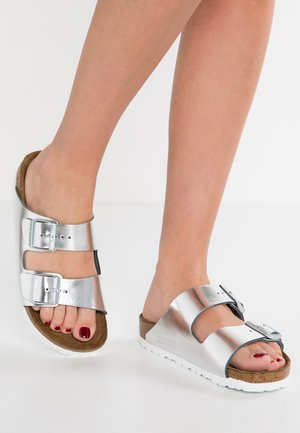 ARIZONA - Pantofle - metallic silver