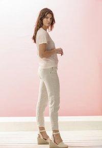 Rosa & Me - LELIA - Basic T-shirt - light blush - 1
