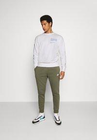 Nike Sportswear - CREW - Mikina - white - 1
