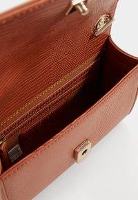 Valentino by Mario Valentino - PICCADILLY - Across body bag - ruggine - 2