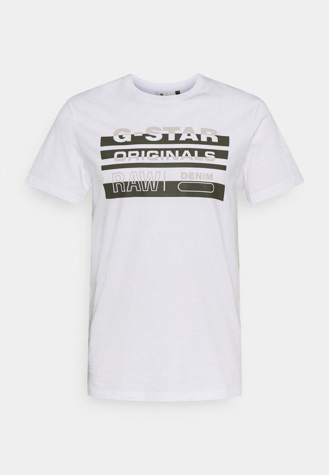 ORIGINALS STRIPE LOGO - Print T-shirt - white
