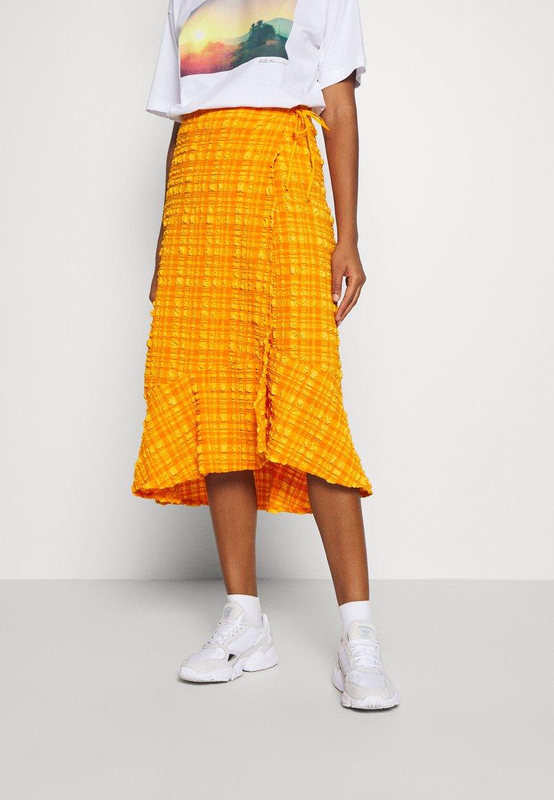 Monki - LANE SKIRT - Wrap skirt - orange