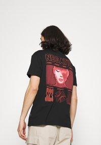 YOURTURN - T-shirts med print - black - 0