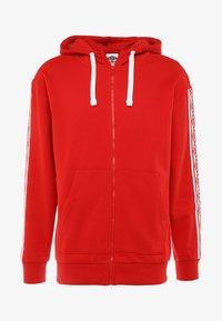 Umbro - TAPED ZIP THRU HOODIE - Zip-up hoodie - goji berry - 6