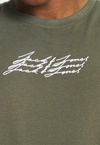 Jack & Jones - JOROMBRE TEE CREW NECK 5 PACK - T-shirt med print - white - 9