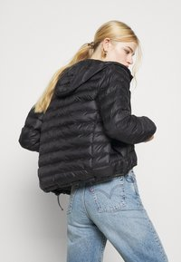 Levi's® - PACKABLE JACKET - Lett jakke - caviar - 4