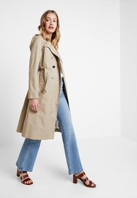 Guess - JANIS TRENCH - Trenchcoat - forest khaki - 1
