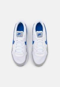 Nike Sportswear - AIR MAX UNISEX - Zapatillas - white/game royal/wolf grey - 3