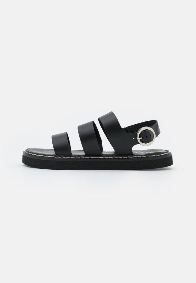 SCANDI MULTI STRAP FOOTBED - Sandaalit nilkkaremmillä - black
