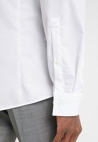 HUGO - ERRIKO EXTRA SLIM FIT - Formální košile - open white - 3