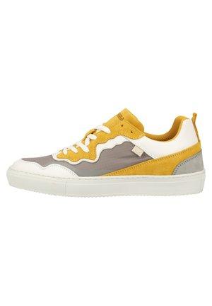 SANSIBAR SHOES SNEAKER - Sneakersy niskie - weiss / kombiniert 15