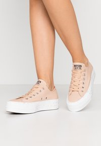 Converse - CHUCK TAYLOR ALL STAR LIFT - Baskets basses - shimmer/orange calcite/white - 0