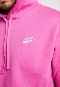 Nike Sportswear - CLUB HOODIE - Luvtröja - active fuchsia/cosmic fuchsia/white - 6