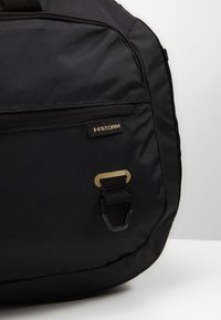 Under Armour - UNDENIABLE DUFFEL 4.0 - Treningsbag - black/metallic gold - 8